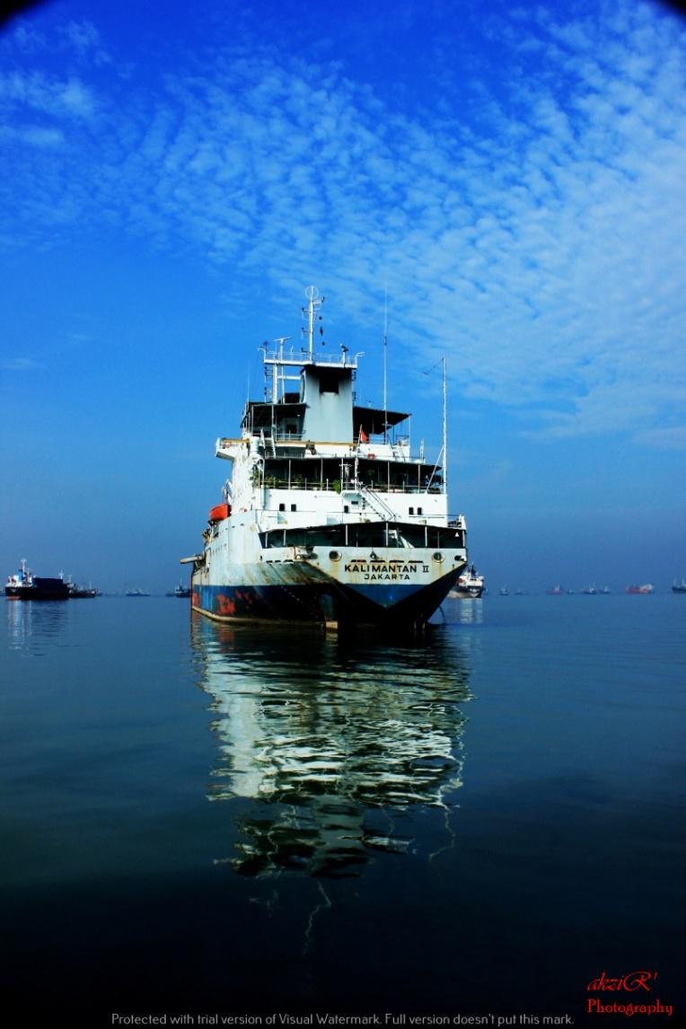 pantulan kapal ferry